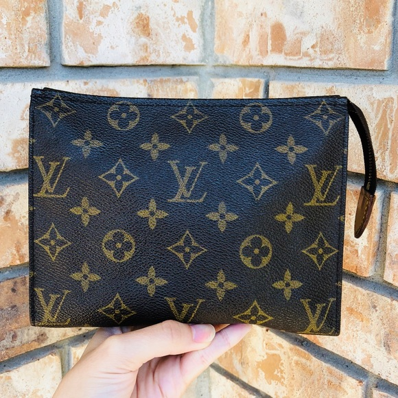 Louis Vuitton Handbags - Louis Vuitton clutch toiletry pouch 19 14b986556040e